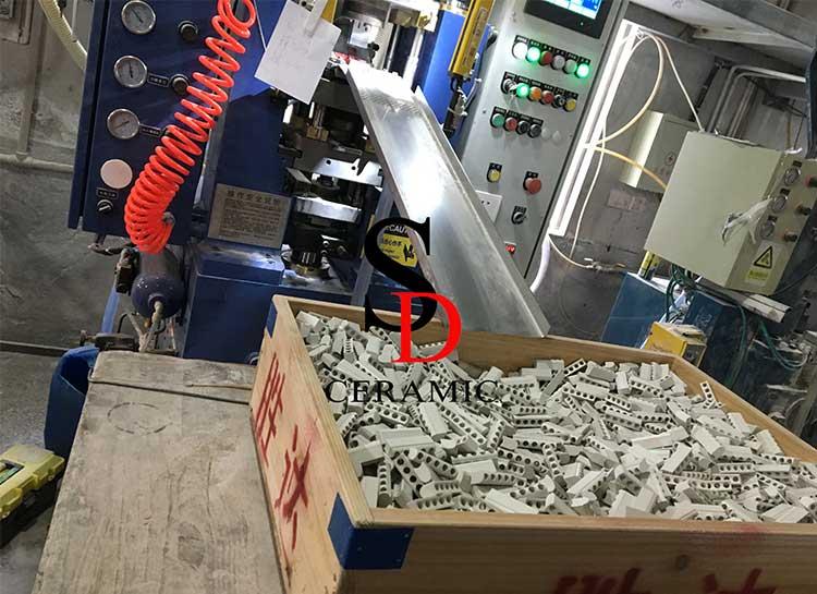 DOC Brand 20Ton Automatic Dry Pressing Machine-3